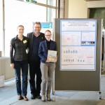 Preis für das beste Poster an Cassandra Töpel (r.) mit Prof. Dr. Uta König von Borstel und Siegmund Friedrich
